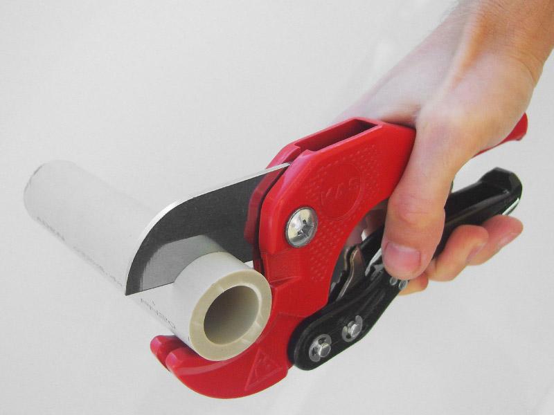 Как применять ножницы для резки полипропиленовых труб