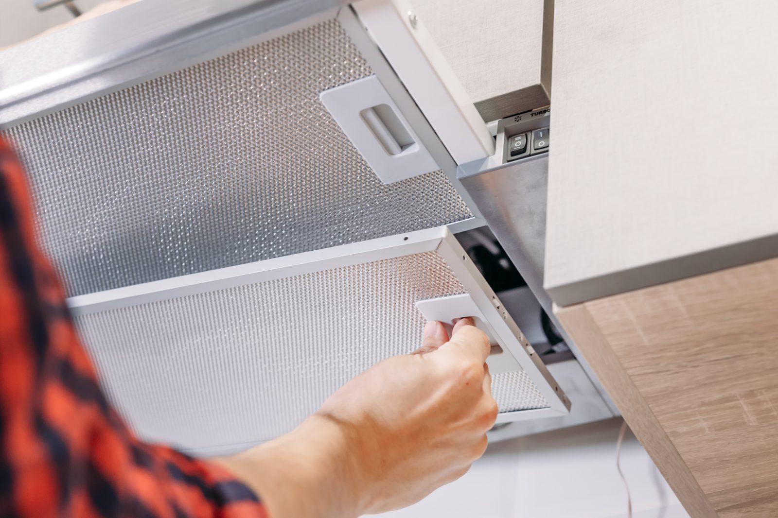Простой, но эффективный способ очистки вентиляционной решетки от жира