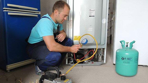 Чем заправляют холодильники: как правильно заправить, правила и способы, полезные советы, фото.