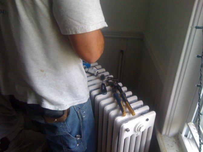 Плохо греют биметаллические радиаторы — низ холодный и верх горячий: причины