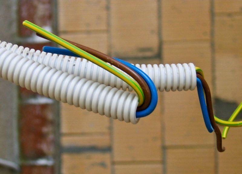 Гофра для проводки: нужна ли она и чем отличаются разные типы