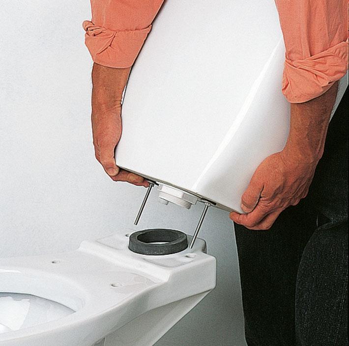 Устройство арматуры для сливного бачка унитаза с боковым подводом воды