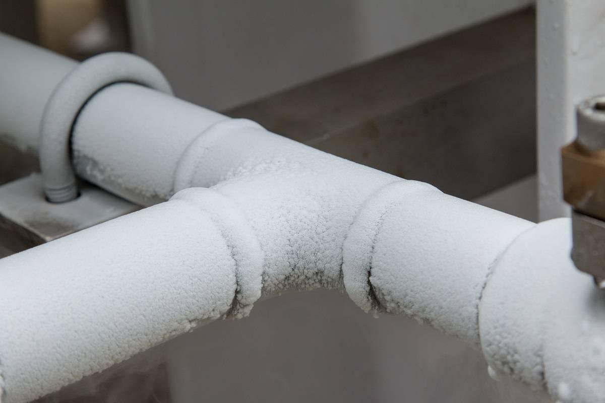 Как отогреть замерзшую трубу: способы отогрева пластиковых и стальных коммуникаций