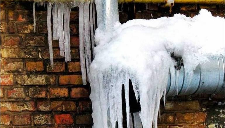 Как отогреть замерзший водопровод под землей - читайте здесь