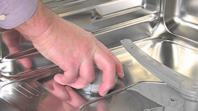 Белый налёт в посудомойке – как устранить своими руками
