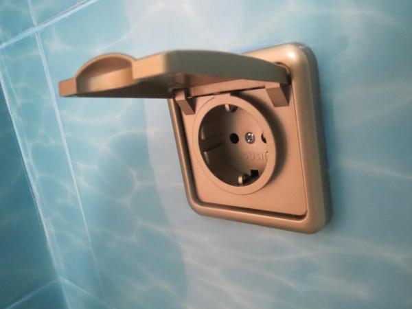 Влагозащитная розетка для ванной комнаты: установка, требования, схемы