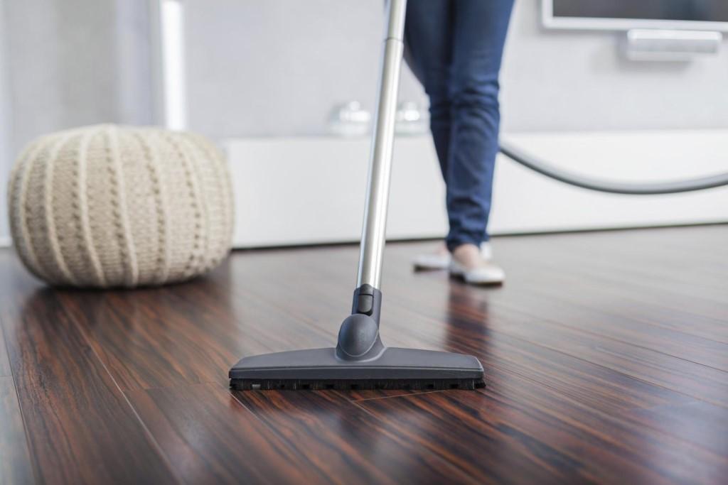 Время, когда можно пылесосить в квартире: что говорит закон