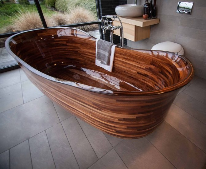 Экологично и эффектно: ванна из дерева своими руками