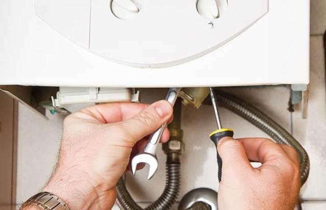 Слабый напор горячей воды из газовой колонки: причины и их устранение