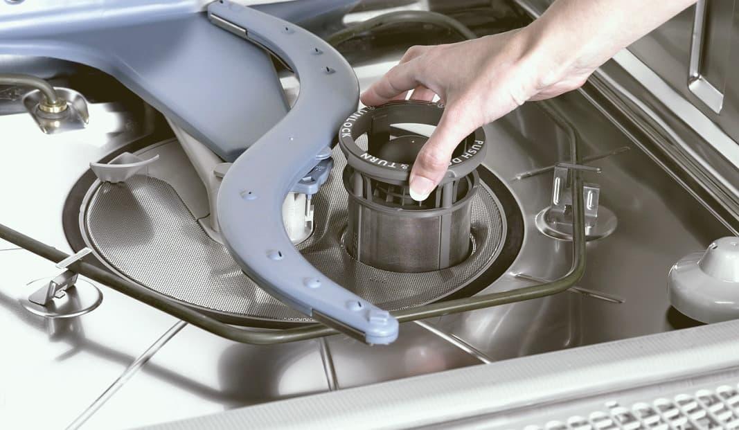 Как справиться с проблемой налета на посуде после мытья в посудомоечной машине: причины и рекомендации