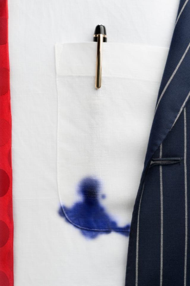 Как убрать с рубашки ручку, вывести синие следы от пасты, чем отстирываются чернила