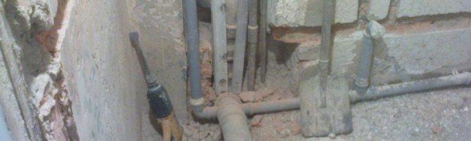 Расстояние от унитаза до стены: минимальное и нормы от двери и до стояка канализации, от стены сбоку и между раковиной и унитазом