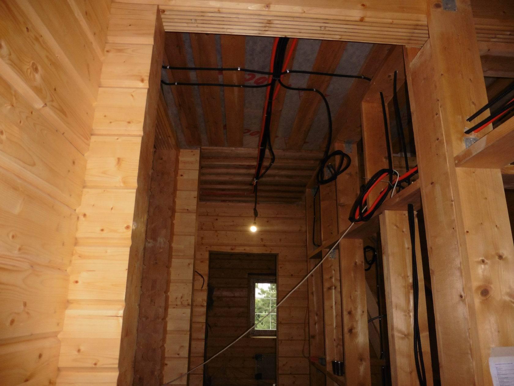 Скрытая проводка в деревянном доме своими руками, пошаговая инструкция, правила монтажа, под гипсокартоном, в металлорукаве и кабель канале