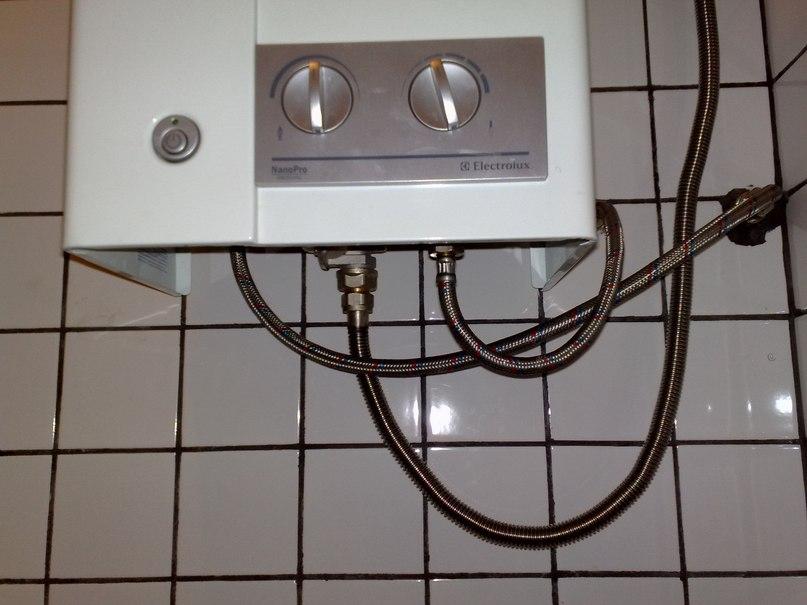 Шланг для газовой колонки: можно ли подключить газовую колонку гибким шлангом? особенности водяных белых и других моделей. виды и длина шлангов