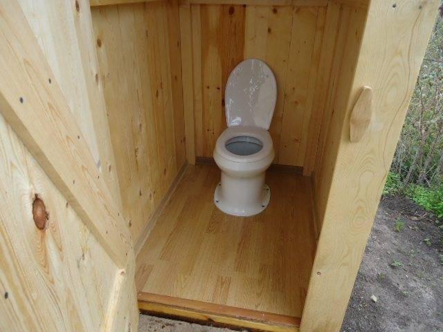Как сделать и установить унитаз для отдельно стоящего дачного туалета