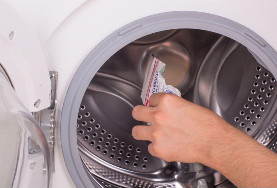 Можно ли засыпать порошок в барабан стиралки и негативные последствия