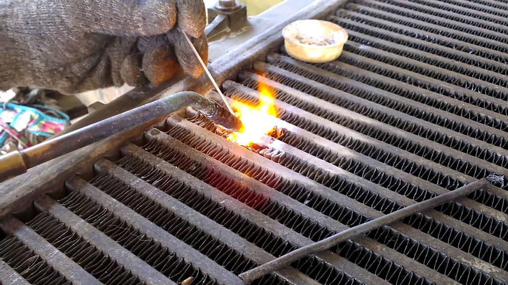 Ремонт алюминиевых радиаторов отопления: делать ли своими руками, почему батарея потекла и не греет, чем заклеить, отремонтировать
