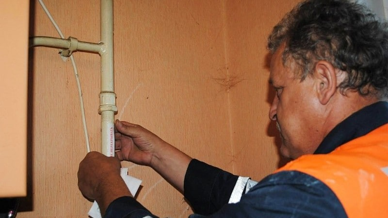 Отключили газ в многоквартирном доме: куда обращаться и что делать? причины отключения