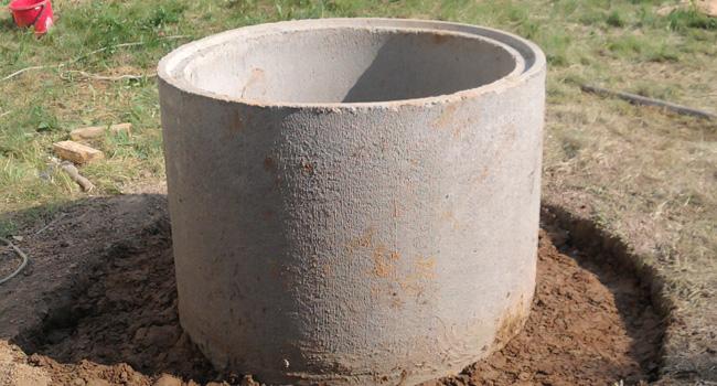 Глиняный замок своими руками для колодца из железобетонных колец