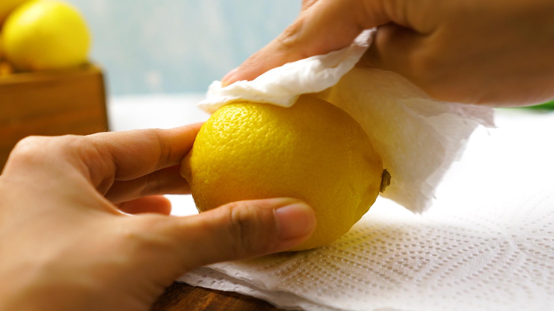 Как почистить чайник лимоном от накипи внутри