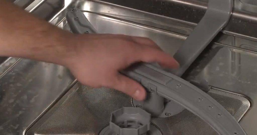 Посудомоечная машина набирает воду и сразу сливает: причины неисправностей посудомойки и способы их устранения