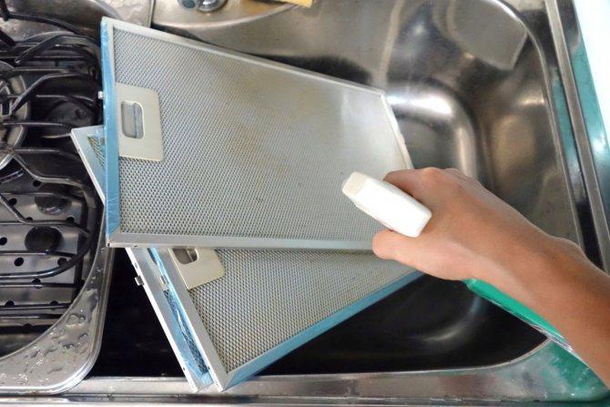 Как очистить вытяжку на кухне от жира и отмыть решетку — лучшие методы