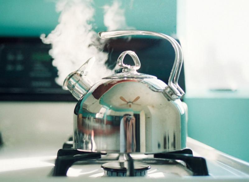 Почему воду нельзя кипятить дважды или много раз в чайнике