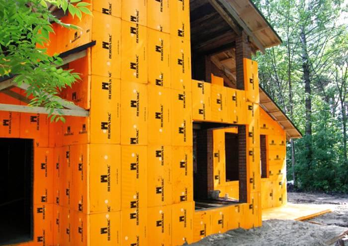 Утепление деревянного дома пенопластом: рекомендации и технологии, видео, отзывы
