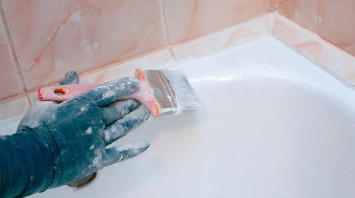 Как обновить ванну своими руками: инструкция по реставрации старого чугунного изделия акрилом