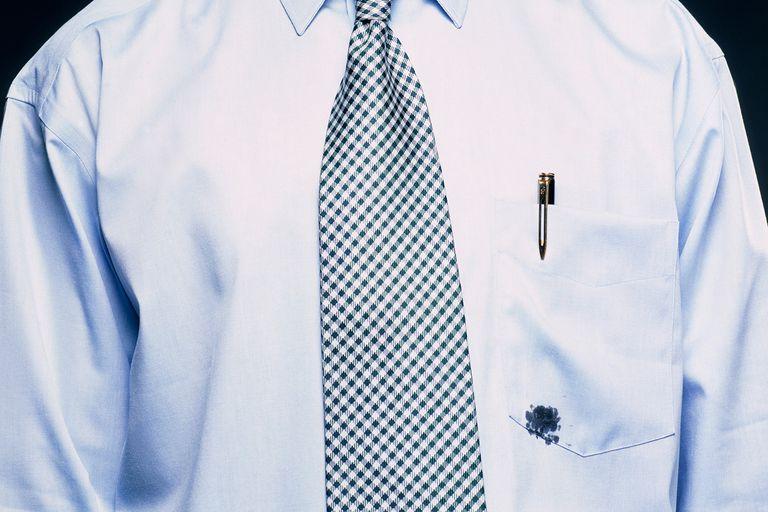 Как отстирать чернила от шариковой ручки с одежды? чем отстирать чернила от ручки с одежды: способы для белых, цветных, деликатных тканей
