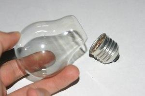 Как правильно поменять лампочку: разбор технических нюансов нетривиальной задачи