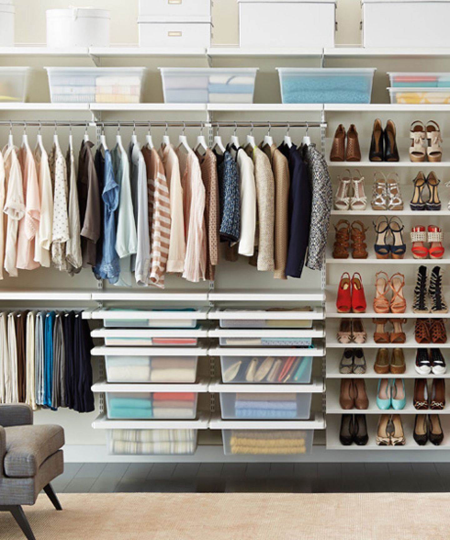 Как компактно сложить вещи в шкафу, чтобы не мялись?