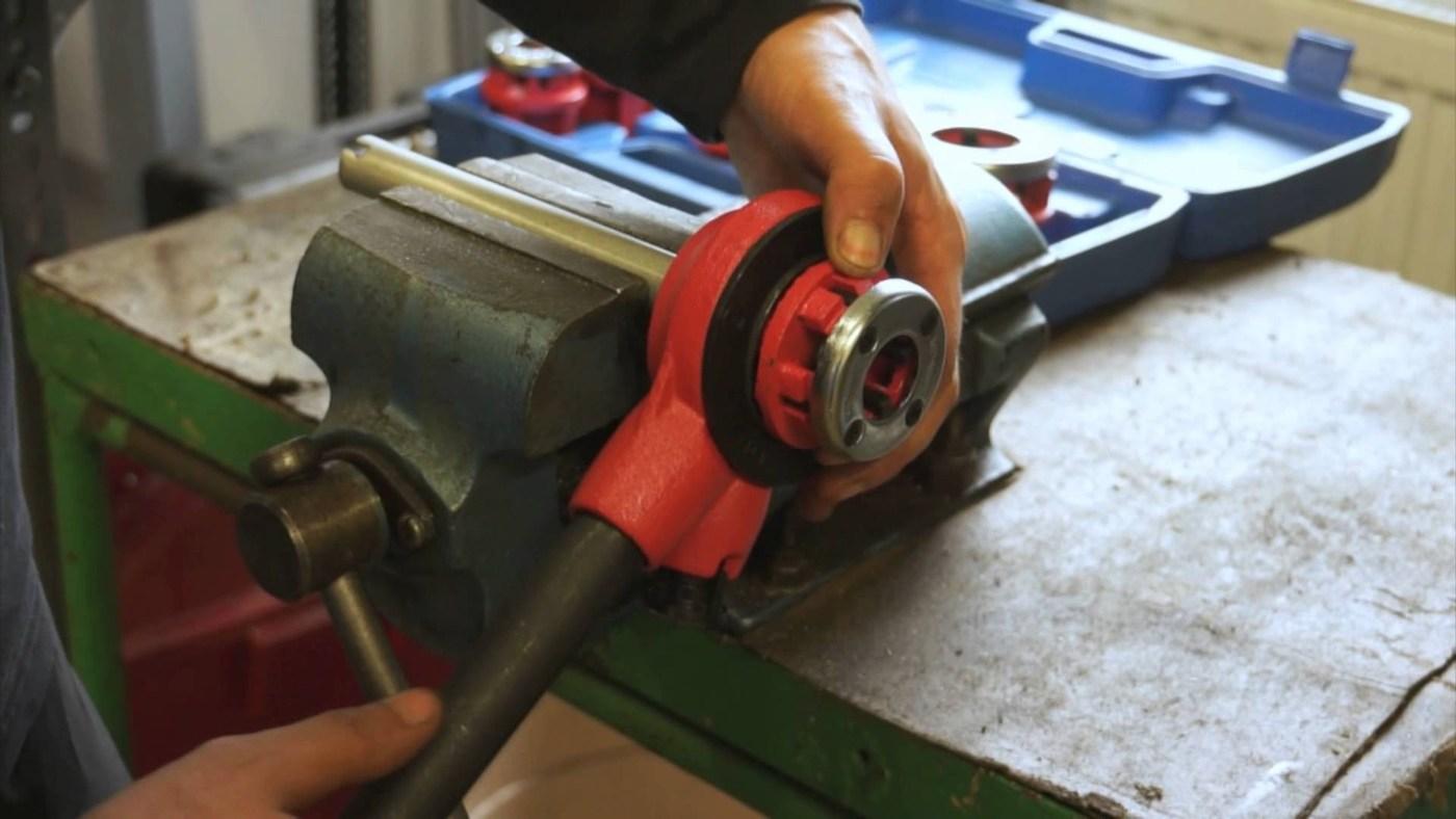 Как нарезать резьбу на водопроводной трубе — обзор способов