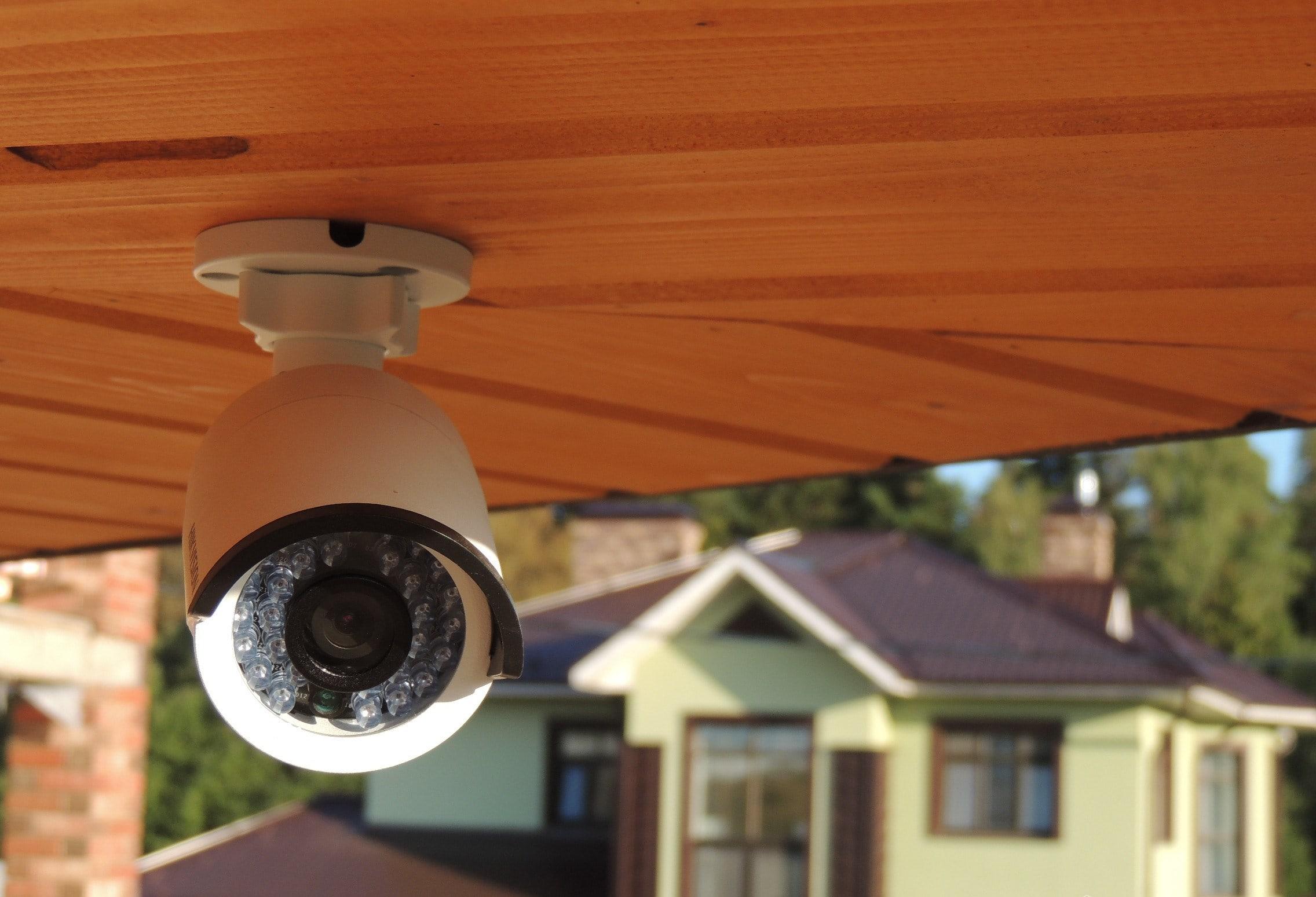 Видеонаблюдение частного дома,  во дворе многоквартирного дома, подъезда: законно ли это