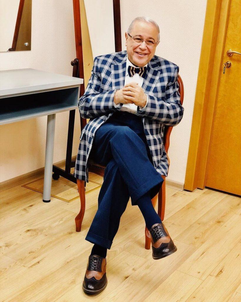 Петросян, галкин и другие: сколько зарабатывают телеведущие-юмористы