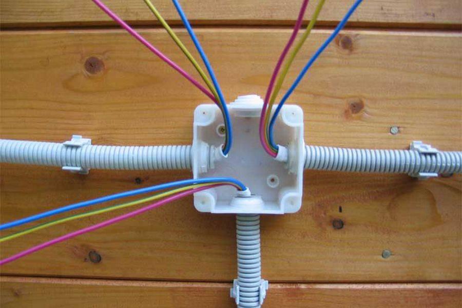 Как самостоятельно проложить электропроводку в каркасном доме