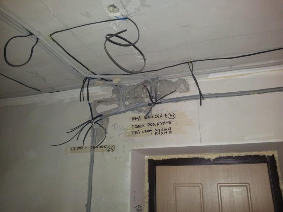 Замена электропроводки в панельном доме: монтаж по старым каналам