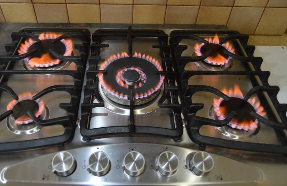 Почему природный газ горит красным, оранжевым или желтым