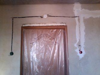 Как перенести переключатель, не прибегая к штроблению стен