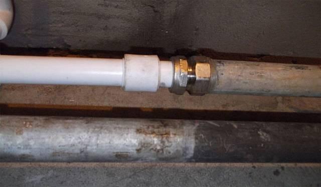 Соединение пластиковых труб с металлическими: разбор лучших способов и монтажных нюансов