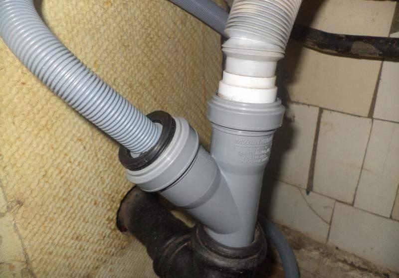 Подключение слива стиральной машины: как подключить? необходимая высота. как выбрать тройник и удлинитель? как правильно сделать слив для машинки в стене? схема к канализации