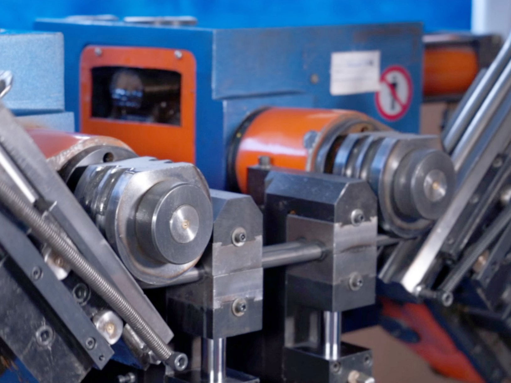 Согнутый конец трубы 5. как производится гибка металлических труб: технологические тонкости выполнения работ. применяем горячий метод