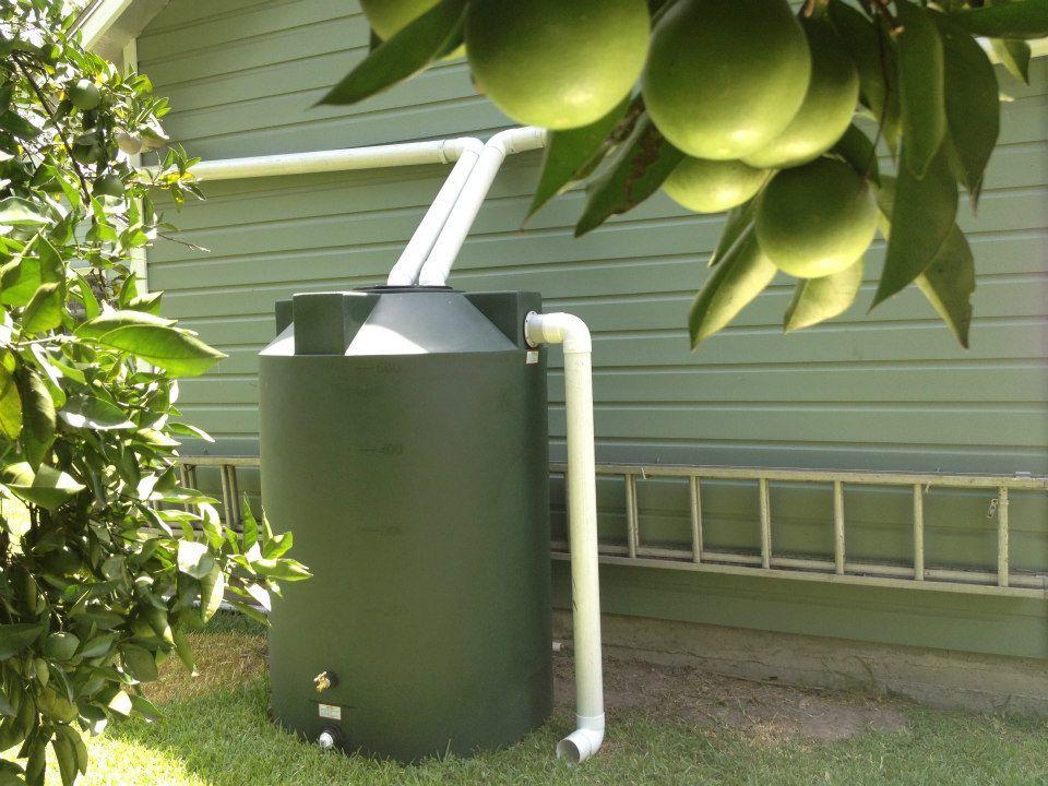 Как устроить систему сбора дождевой воды для последующего водоснабжения дома?
