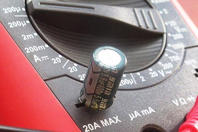 Как проверять конденсаторы мультиметром: пошаговая инструкция