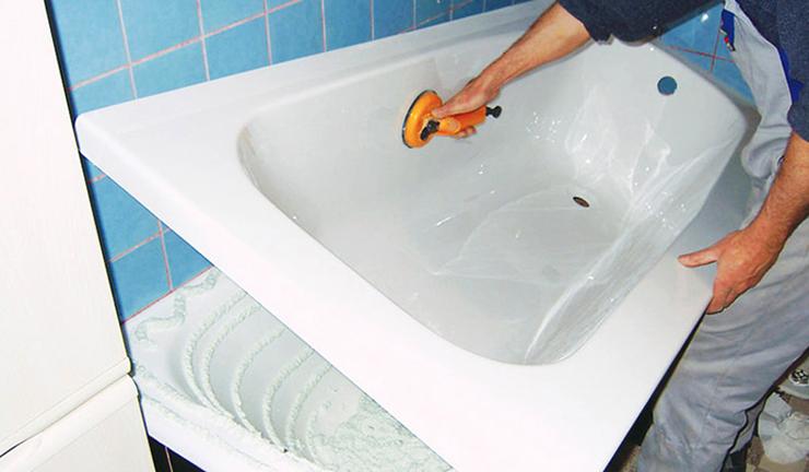 Особенности акрилового вкладыша в ванну и его установка