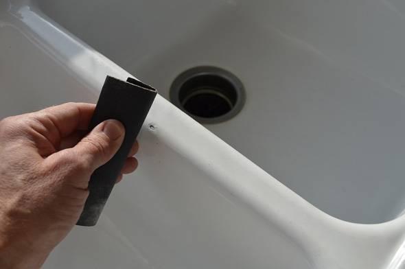 Как заделать скол на эмалированной ванне - порядок работ