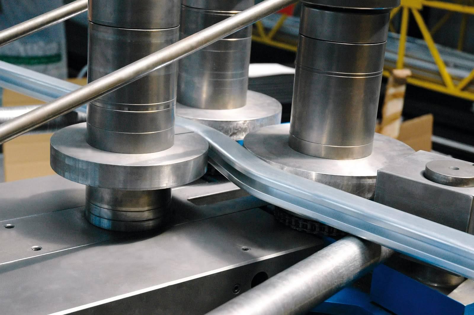 Как согнуть металлическую или пвх-трубу без трубогиба: работаем в домашних условиях. как производится гибка металлических труб: технологические тонкости выполнения работ что можно гнуть, а что нет