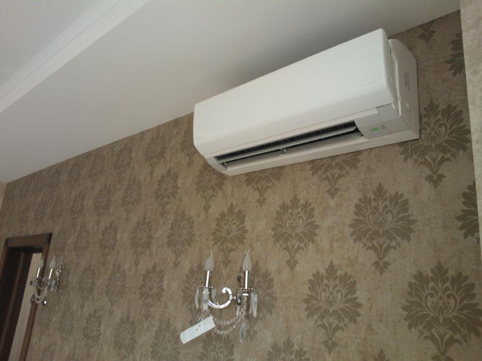 Как далеко от окна можно установить кондиционер. под или рядом с окном. установка кондиционера – просто и надежно