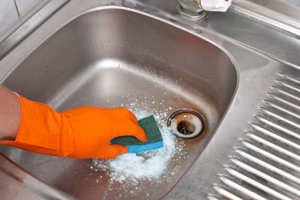 Как и чем лучше отмыть ванну добела: эффективные промышленные и народные составы + ценные советы