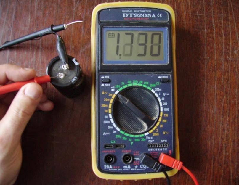 Как проверить конденсатор мультиметром на работоспособность не выпаивая: возможные поломки, пошаговая инструкция